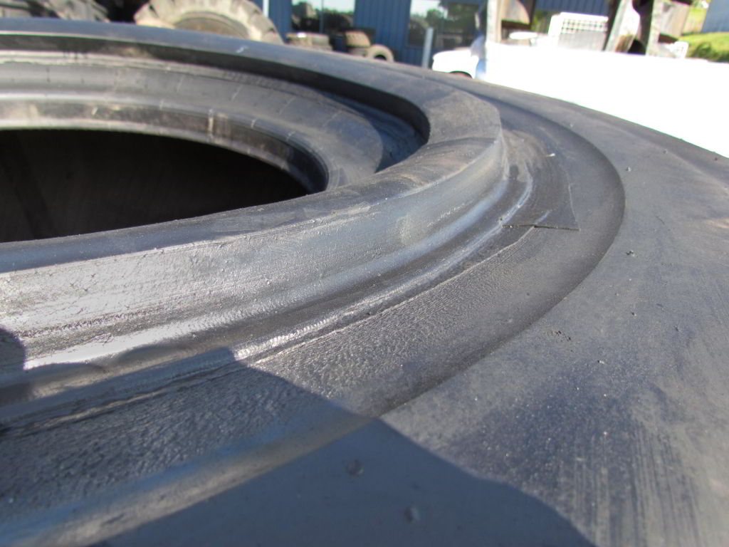 Tyre with sidewall lug