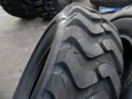 Grader tyre with fender
